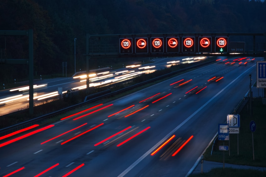 Auf der Autobahn wird eine Geschwindigkeit von 130 km/h empfohlen.