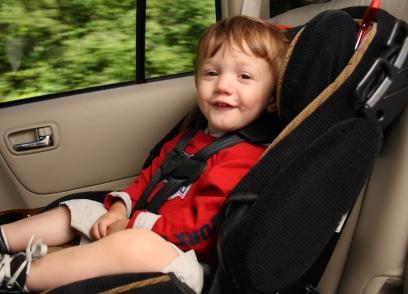 Es ist kein Problem, Kinder auf dem Beifahrersitz zu transportieren.