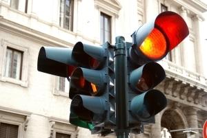 Fahrverbot: Eine rote Ampel zu überfahren, kann dazu führen.