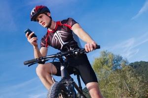 Auch Fahrradfahrer müssen das Handyverbot respektieren.