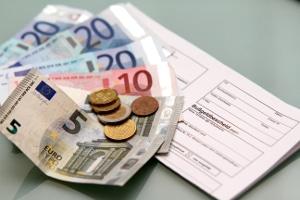 Ein Bußgeldbescheid ist neben dem Bußgeld auch mit Gebühren verbunden.