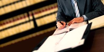 Nur ein Anwalt kann einen Antrag auf Zulassung der Rechtsbeschwerde stellen.