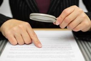 Fahrzeughalter sollten den Zeugenfragebogen wahrheitsgemäß ausfüllen. Falsche Angaben bedeuten Strafen.