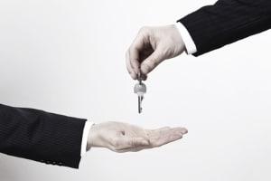 Fahrverbot und Verjährung: Nach welcher Frist müssen Sie den Führerschein nicht mehr abgeben?