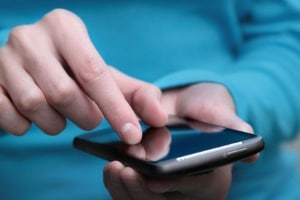Die Nutzung von Blitzer-Apps ist in Deutschland illegal.