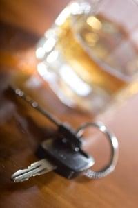 Bei einem Alkoholverstoß ist für einen Wiederholungstäter ein Fahrverbot wahrscheinlich.