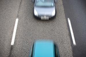 Eine gänzlich stationäre Abstandsmessung gibt es nicht.