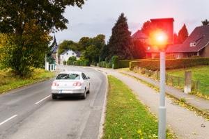 Es existieren sowohl mobile als auch feste Radarfallen in Deutschland.