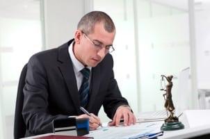 Wer das Ergebnis einer Brückenabstandsmessung anfechten will, sollte sich einen Anwalt nehmen.