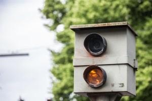 Zunehmend sind an der Verkehrsüberwachung durch Blitzeranlagen auch private Dienstleister beteiligt.