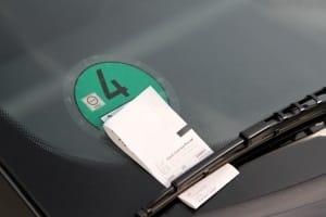 Auch Strafzettel kommen bei der Verkehrsüberwachung zum Einsatz.