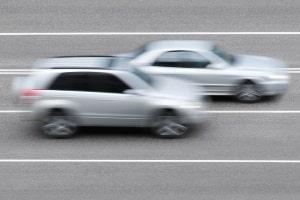 Mit der Geschwindigkeitsmessung durch Nachfahren werden Geschwindigkeitsverstöße erfasst.