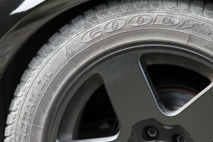 Bei der Geschwindigkeitsmessung durch Nachfahren muss der Reifendruck des Dienstfahrzeugs stets kontrolliert werden.