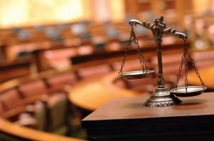 Gegen einen Bußgeldbescheid, der auf einem fehlerhaften Messprotokoll basiert, kann vor Gericht Einspruch eingelegt werden.