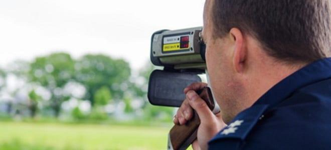 Laser-Blitzer sind mobile Geräte und daher beliebig einsetzbar. Bedient werden sie von Verkehrspolizisten.