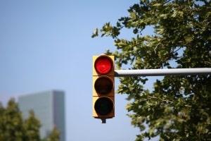 Ein Rotlichtverstoß gehört laut Punktekatalog zu den eintragungspflichtigen Verkehrsvergehen.