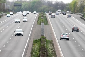 Der Sicherheitsabstand muss auf der Autobahn grundsätzlich länger sein, als innerorts.