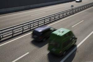 Auf der Autobahn ist der Mindestabstand wichtig für die Verkehrssicherheit.