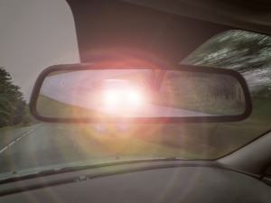 Es gibt viele Arten von Straftaten. Die Nötigung durch Lichthupe kann eine davon sein.