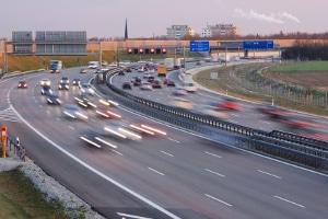 Auch auf der Autobahn kann ein Tempolimit Anwendung finden.