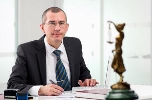 Nach der Bezichtigung zu einer Straftat empfiehlt sich die Hilfe eines Anwaltes.