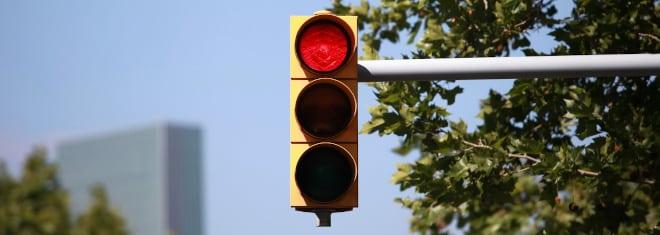 Vorsicht Blitzer: Auch eine rote Ampel kann mit einem solchen ausgestattet sein.