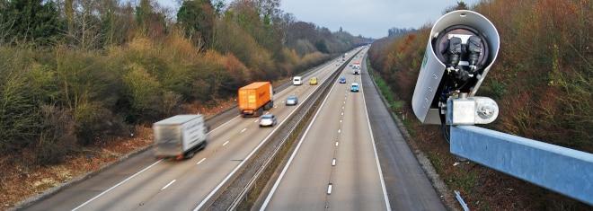 Punkte, Fahrverbot, Bußgeld: Auf der Autobahn zu schnell zu sein, hat Konsequenzen.