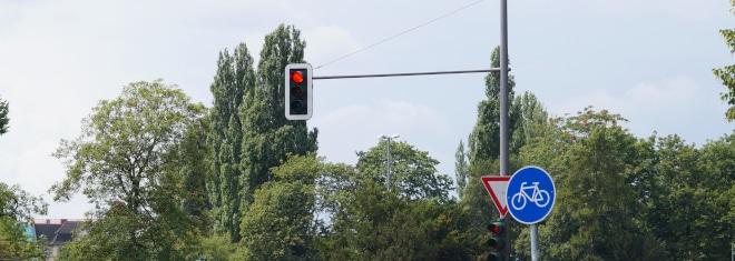 Wie hoch ist das Bußgeld, wenn eine rote Ampel mit dem Lkw überfahren wird?