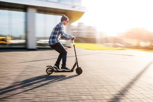 E-Scooter müssen laut Gesetz diverse Voraussetzungen erfüllen.