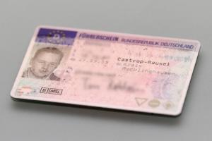Fahren ohne Führerschein: Punkte in Flensburg werden keine fällig, wenn Sie lediglich das Dokument nicht dabeihatten.