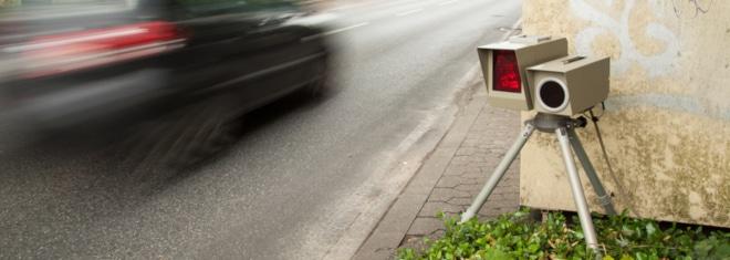 Geblitzt: Wer zu schnell fährt, kann vom Blitzer erfasst werden.