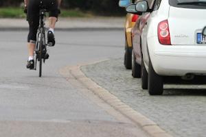 Laut StVO dürfen Autofahrer an und für sich nicht auf dem Gehweg parken.