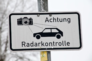 Eine Geschwindigkeitsmessung kann unter anderem mittels Radar durchgeführt werden.
