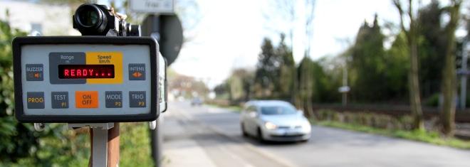 Wann wird eine Geschwindigkeitsüberschreitung laut Punktesystem mit Punkten geahndet?