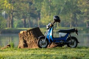 In einigen Bundesländern dürfen Sie bereits mit 15 Jahren mit einem Kleinkraftrad bis 45 km/h fahren.