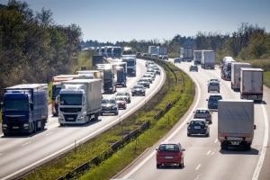 Für Lkw auf der Autobahn liegt die Geschwindigkeit normalerweise bei maximal 80 km/h.