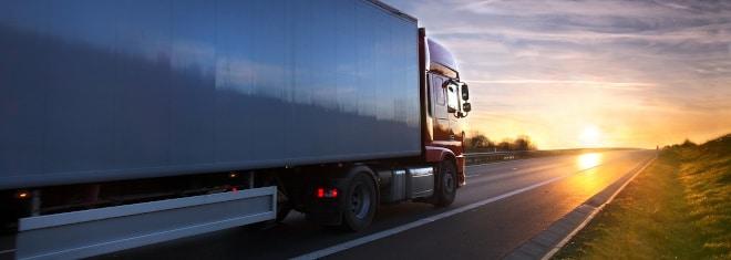 Allgemein ist für Lkw eine geringere Geschwindigkeit vorgeschrieben als für Pkw.