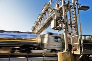 Halten sich Lkw-Fahrer nicht an das Tempolimit, drohen normalerweise strengere Sanktionen.