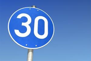 Mindestgeschwindigkeit: Dieses Schild weist darauf hin.