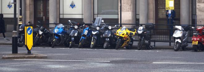 Moped fahren mit 15: In vielen Bundesländern ist das mittlerweile möglich.