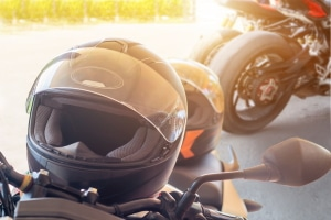 Moped fahren ohne Helm: Droht eine Strafe?