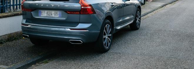 Wann handelt es sich um eine Ordnungswidrigkeit beim Parken auf dem Gehweg und wann nicht?
