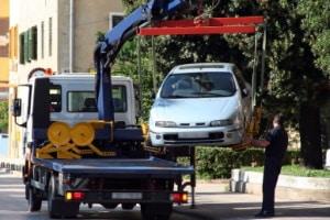 Fahrzeuge, die einen Privatparkplatz zuparken, dürfen abgeschleppt werden.