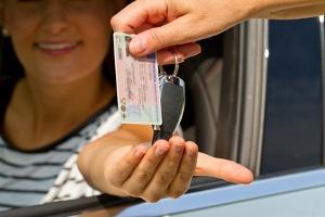 Probezeit beim Führerschein: Wo steht das Datum des Beginns? Normalerweise im Feld Nummer 14 auf dem EU-Führerschein.