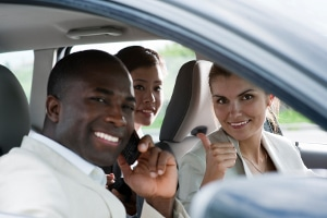 Wer nur als Beifahrer telefoniert, bekommt keinen Punkt während der Probezeit.