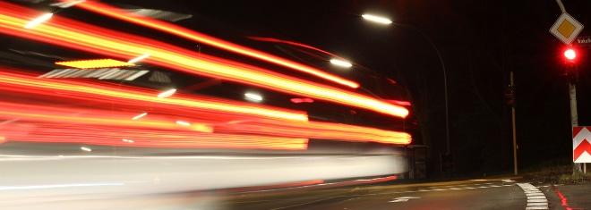 Wann liegt ein qualifizierter Rotlichtverstoß im Straßenverkehr vor?