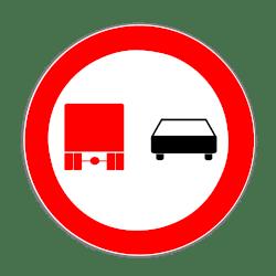 Dieses Schild bedeutet für Lkw ein Überholverbot.