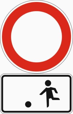 In einer echten Spielstraße gilt kein Tempolimit, sondern ein generelles Fahrzeugverbot.