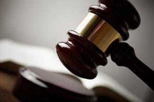 Auch wenn es sich um ein Offizialdelikt handelt, können Sie eine Strafanzeige wegen Nötigung stellen.