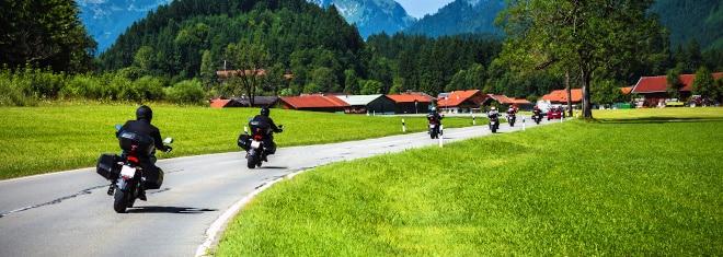 Gibt es besondere Regeln gemäß Straßenverkehrsordnung für Motorrad-Fahrer?